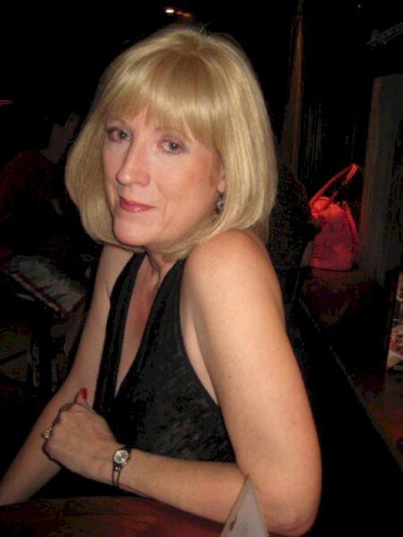 Très jolie femme mature coquine intéressée par un plan entre libertins